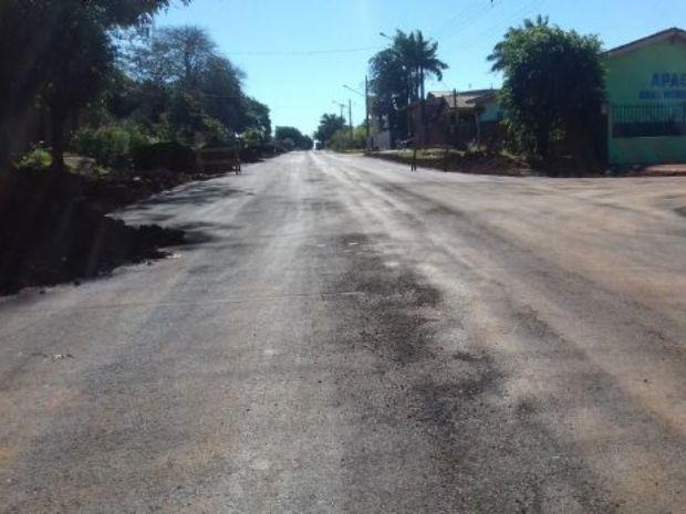 Mais uma obra de asfalto conquistada na gestão do ex-prefeito Edson de David está sendo concluída